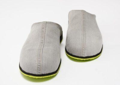 Pantoffel aus Jeansstoff mit grüner Sohle