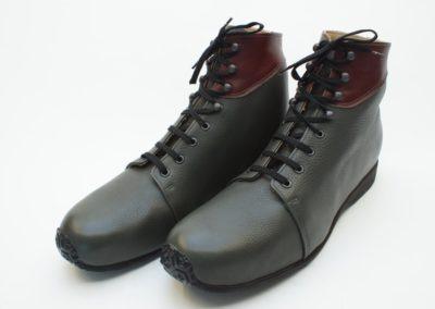 Orthopädische Schuhe mit hochgezogener Sohle vorne