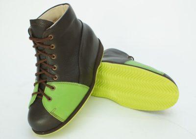 Farbenfroher Schuh im Auslaufschnitt für einen guten Einstieg bei einseitiger Vorfußamputation