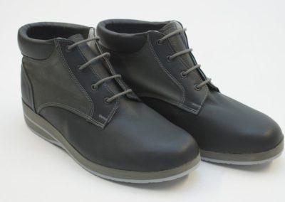 Moderner knöchelhoher Schuh in Rauh- und Glattleder Kombination
