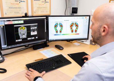 Den 3D-Rückenscan und die Druckmessung können wir am Bildschirm genau beurteilen