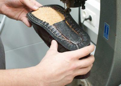 Für eine besondere Langlebigkeit der Schuhe werden diese zusätzlich noch vernäht