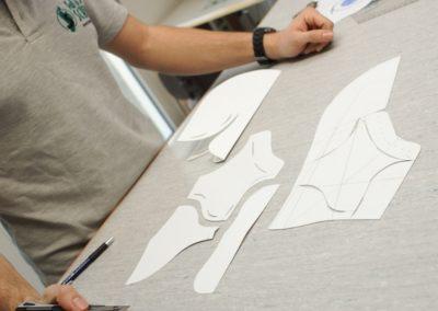 Für jeden Kunden wird ein genaues Muster in allen Einzelteilen erstellt