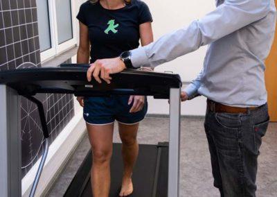 Mit der integrierten Druckmessplatte im Laufband können wir die Fußbelastung messen