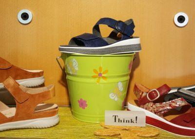 Sandalen und Pantoffeln von Hartjes und Think - farbenfroh und bequem!