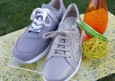Sneaker in hellgrau